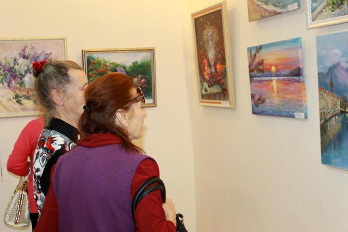 В еманжелинском музее открылась выставка картин челябинской художницы