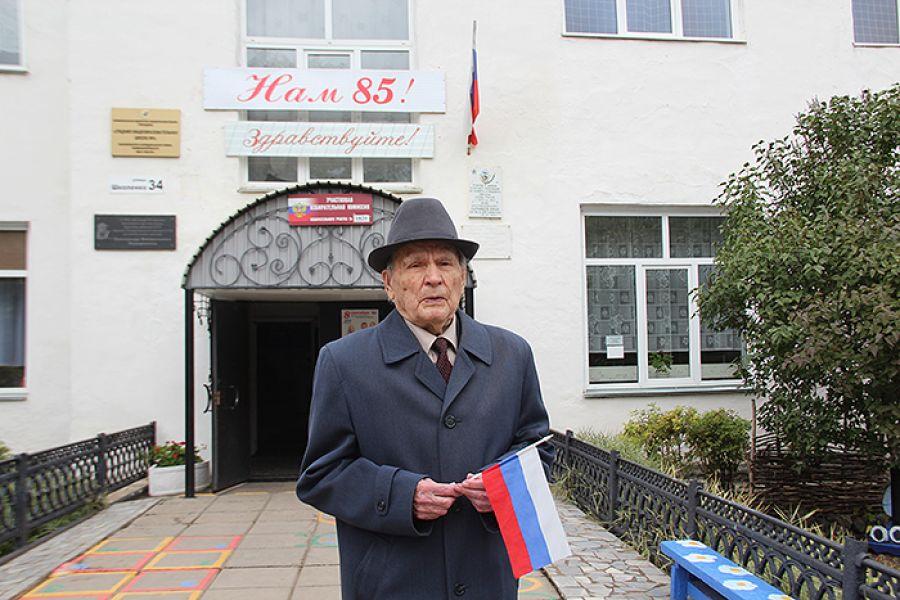 Участник Великой Отечественной войны, почетный гражданин Еманжелинского района Иван Давиденко рассказал, что всегда ходит на выборы