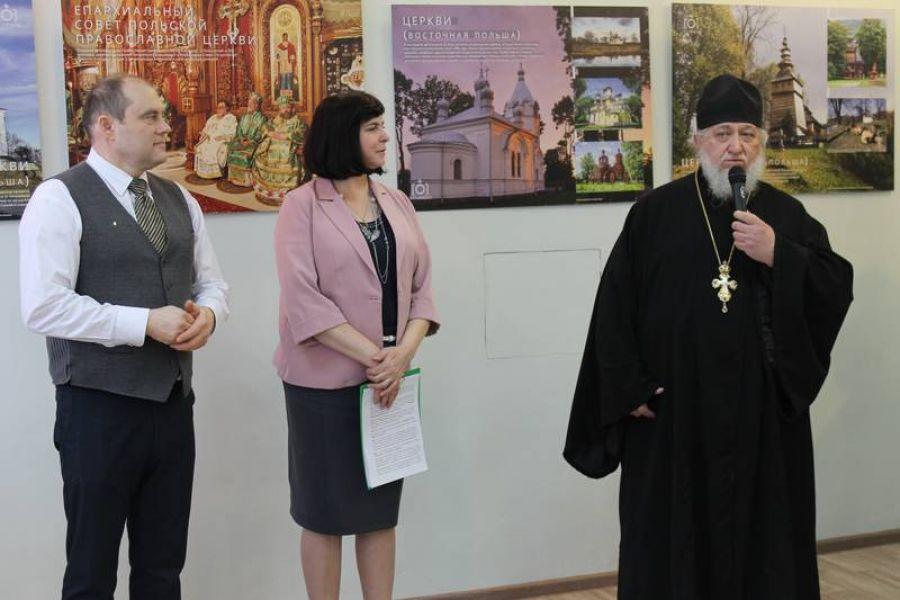 В Еманжелинском историко-краеведческом музее открылась выставка «Краски православия»