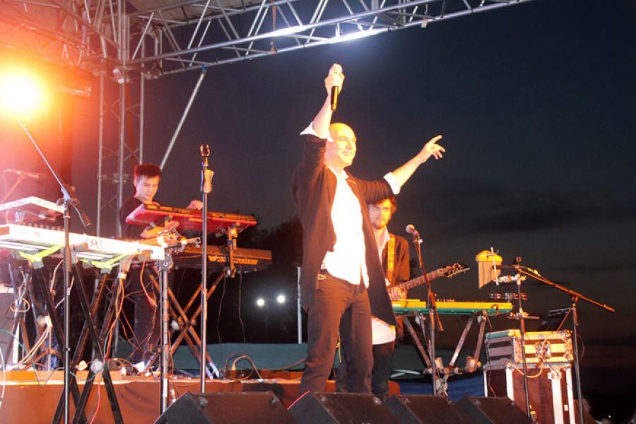 В Еманжелинске в честь Дня города и поселка Красногорского состоялся концерт Андрея Державина и группы «Сталкер» из Москвы