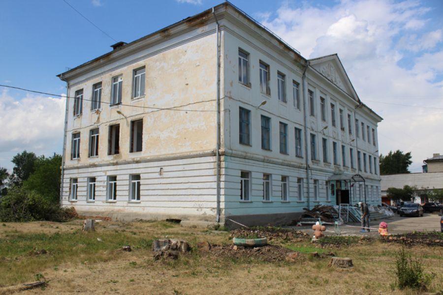 В филиале 9-й школы Еманжелинского района идет большой ремонт и восстанавливают спортзал