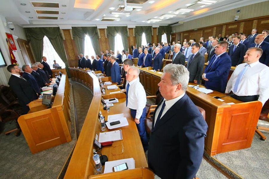 Депутаты Законодательного собрания Челябинской области приняли целый ряд законов о социальной поддержке населения