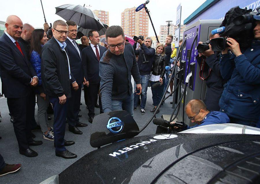 Александр Новак и Алексей Текслер открыли в Челябинске десять электрозаправок